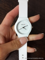 Часы swatch белого цвета